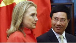 Bà Clinton gặp người tương nhiệm Việt Nam Phạm Bình Minh