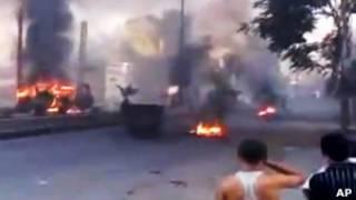 Pneus são queimados em barricada em Damasco (foto: AP)