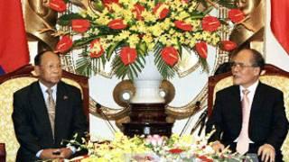 Ông Heng Samrin hội đàm với ông Nguyễn Sinh Hùng (Ảnh của Thông tấn xã Việt Nam)