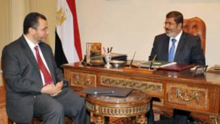 مرسي وهشام قنديل