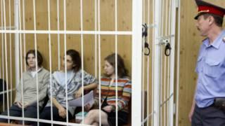 """فتيات فرقة """"بوسي ريوت"""" الروسية"""