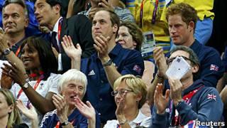 英国威廉和哈里王子为英国体操队打气