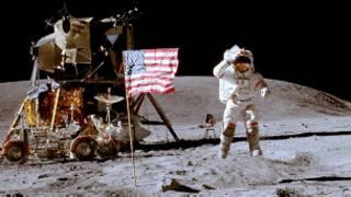 चांद पर इंसान की चहलकदमी