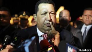 O presidente Hugo Chávez chega ao Brasil para reunião sobre entrada da Venezuela no Mercosul (Foto: Reuters)