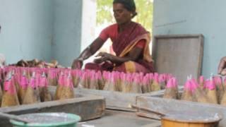 பட்டாசு தொழில்துறை மையமாக சிவகாசி இருந்துவருகிறது.