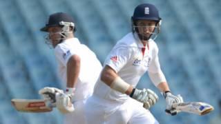 मुंबई में भारतीय 'ए' टीम के खिलाफ इंग्लैंड