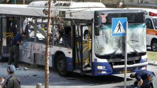 Le bus visé par l'explosion