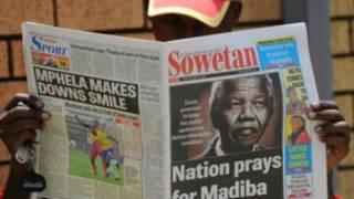 Foto de Mandela en un diario.
