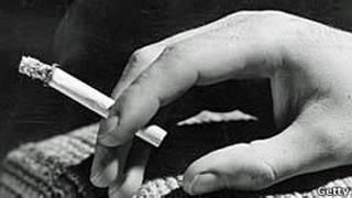 Рука с сигаретой
