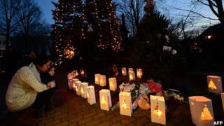 Homenaje a las víctimas en Newtown, Connecticut