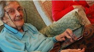 Abuelita con iPad