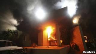 Горящее здание консульства США в Бенгази
