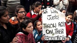 दिल्ली गैंग रेप के दौरान प्रदर्शन करते लोग.