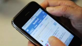 Facebook en un celular