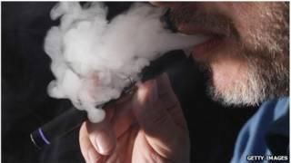 使用电子香烟