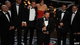 Ben Affleck recibe el premio a la Mejor Película