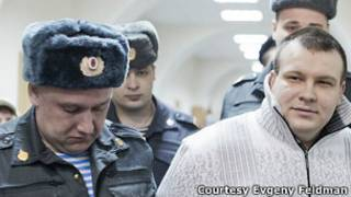 Николая Кавказского ведут полицейские