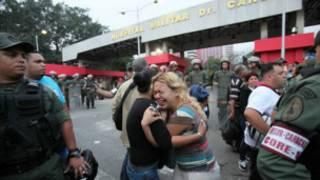 ردود فعل خارج المستشفى الذي توفي فيه شافيز