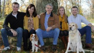 El senador Rob Portman posa con su familia en una imagen de archivo