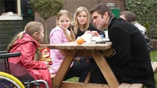 Кадр сериала EastEnders (BBC)