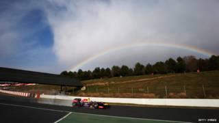 Cầu vồng trên đường đua xe Công thức 1 (Formula 1)