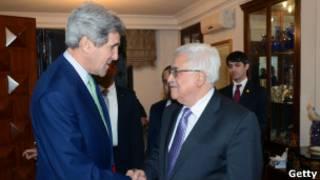 John Kerry y Mahmoud Abbas