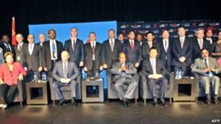 اجلاس دوربان: نشسته از راست به چپ: وزیر بازرگانی هند، رئیسان جمهوری چین، آفریقای جنوبی، روسیه و برزیل