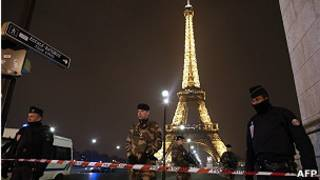 Segurança na Torre Eiffel