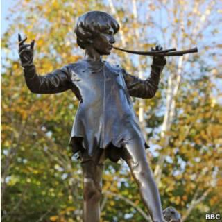 Estátua de Peter Pan (Foto BBC)