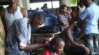 Imigrantes haitianos aguardam documentos no Acre (foto: BBC)