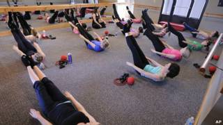 在健身房鍛煉