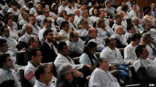 Médicos reunidos no Senado para debate no início de abril   Foto: Antonio Cruz/ABr