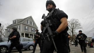 Cảnh sát phong tỏa Boston để truy bắt nghi phạm