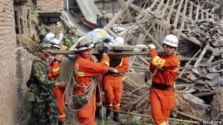 جهود الانقاذ بعد زلزال سيشوان