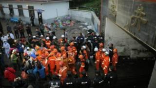 Nhân viên cứu hộ tại mỏ Đào Câu