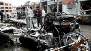 На месте взрыва в городе Рейханлы, Турция