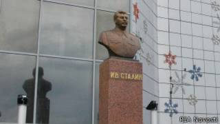 Памятник Сталину в Якутске. Установлен 8 мая 2013 года