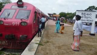 Train arriving at Madu station
