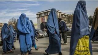 Wasu mata a Afghanistan