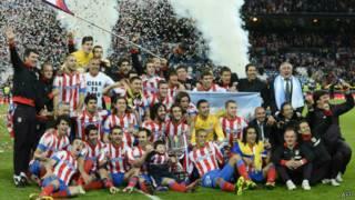 فرحة لاعبي اتليتكو مدريد بالكأس