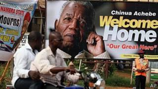 avisos de Chinua Achebe