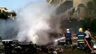 Багдадские пожарные тушат огонь на месте взрыва