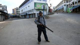 Petugas keamanan di Lashio