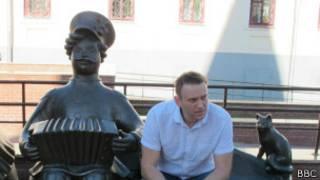 Навальный с игрушками