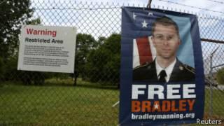 Плакат в поддержку Брэдли Мэннинга
