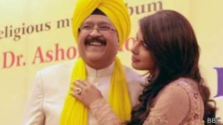 प्रियंका चोपड़ा अपने पिता डॉक्टर अशोक चोपड़ा के साथ
