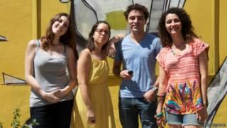 Mariana Campanatti, Mariana Ribeiro, Tiago Pereira e Fernanda Cabral deixaram seus empregos para criar o 'Imagina na Copa'