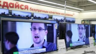 Лицо Сноудена на телеэкране