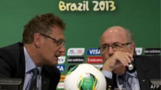 Joseph Blatter e Jerome Valcke  em coletiva de imprensa | Foto: AFP