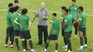 Seleção brasileira treina no Maracanã | Foto: AP